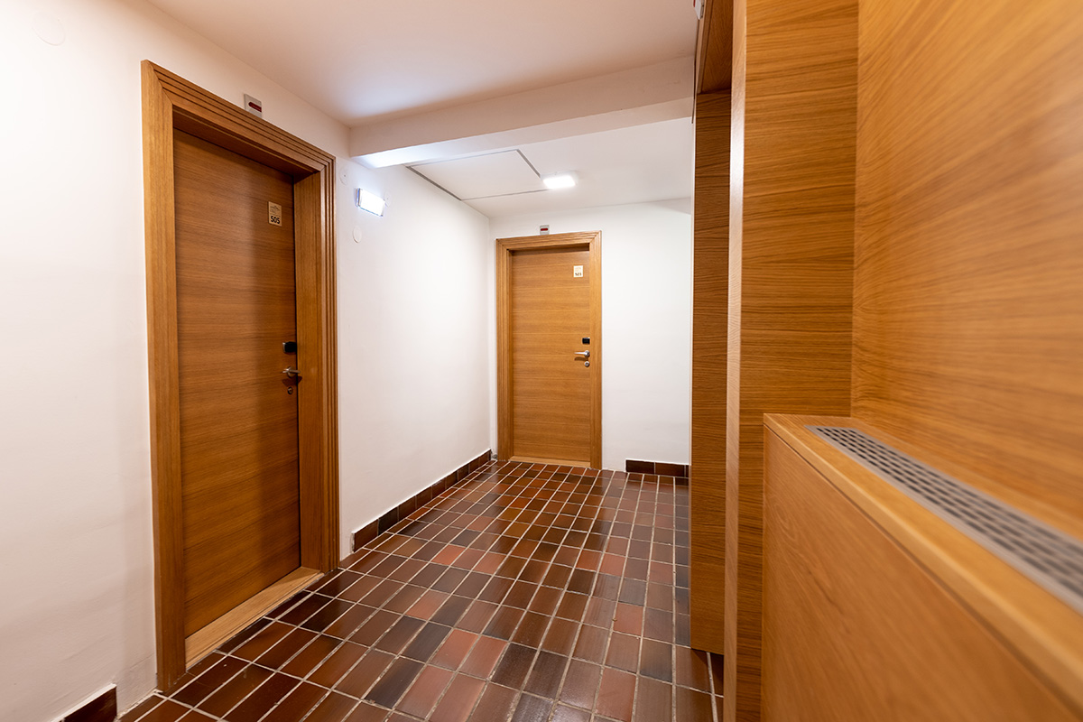 hotelska i sobna vrata za apartmane konaci koznik na. Black Bedroom Furniture Sets. Home Design Ideas